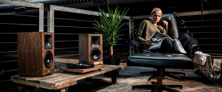 altavoces-Klipsch-The-Sixes-lifestyle