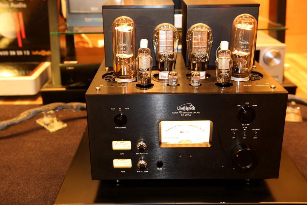 amplificador-a-valvulas-line-magnetic-lm219