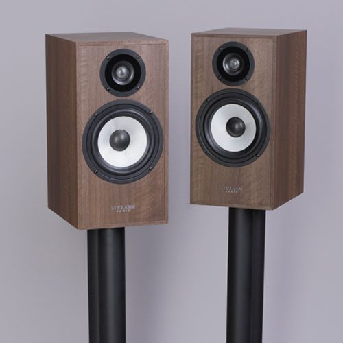 altavoces-de-estanteria-pylon-pearl-monitor-walnut