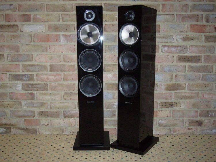 altavoces-B&W 704-S2-Black
