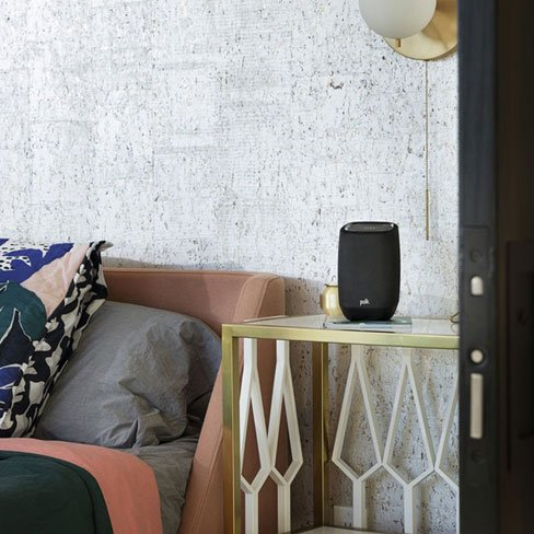Polk-assist-altavoz-blueray-dormitorio-negro